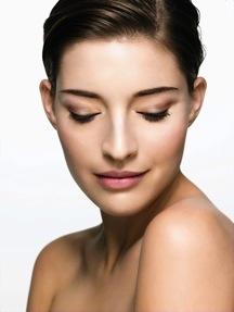 Babor-091105-Makeup3_176_augen geschlossen